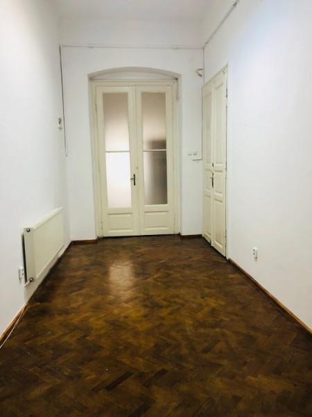 Mobitim vinde apartament ultracentral, str Eroilor, cladire interbelica renovata