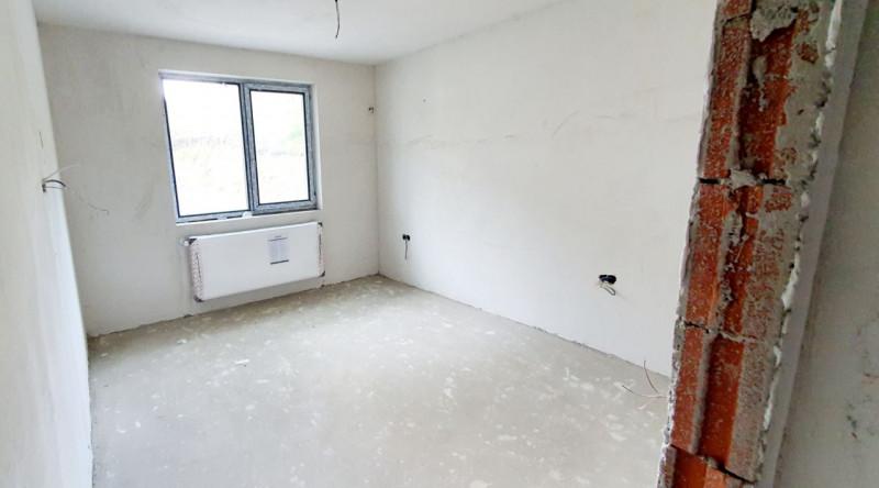 Mobitim vinde apartament 3 camere in Floresti