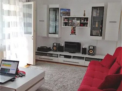 Apartament cu 3 camere in zona Sirena