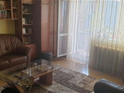 Apartament cu 3 camere in zona Primaverii