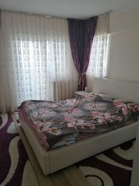 Apartament 3 camere in zona Ion Mesteru