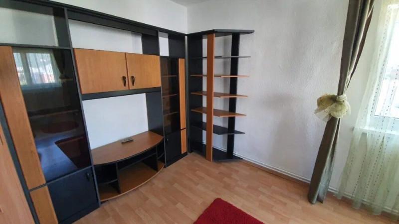Apartament cu 4 camere in zona Calea Floresti