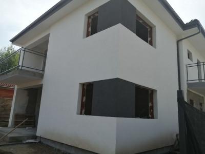 Mobitim vinde casa tip duplex, zona centrala Floresti