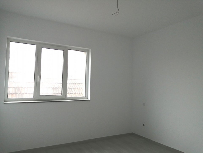 Apartament 2 camere  zona Primariei Floresti