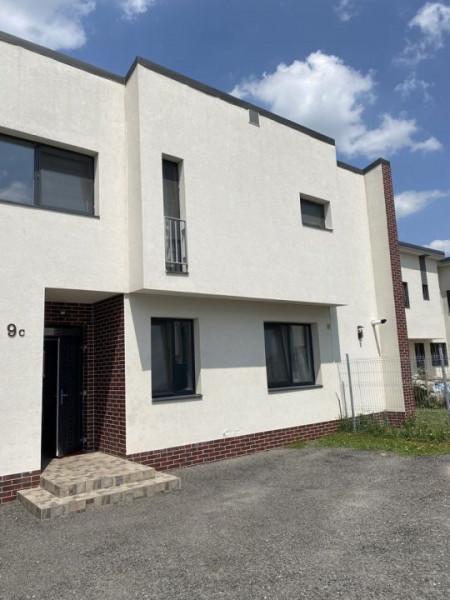 Apartament in vila cu 4 apartamente, P+ET, zona Somesului